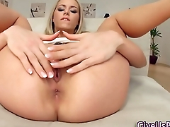 Blonde hottie toys ass