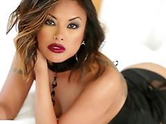 Gorgeous Kaylani Lei uses both forearms and her mouth to win a man off