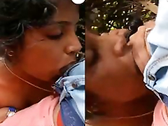 Today Exclusive-Horny Desi Girl Boob Pressing And Blowjob Outdoor