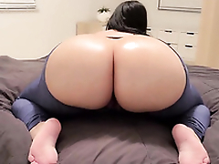 Thick milf fingerfucking her tight love tunnel on webcam